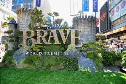 "World Premiere Of Disney Pixar's ""Brave"" - Red Carpet kelly macdonald craig ferguson kevin mcKidd rare promo hot signing autographs"