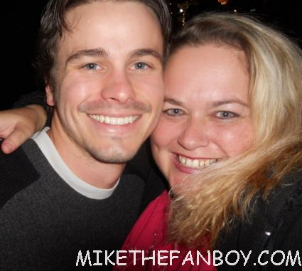 pretty in pinky from Mike The Fanboy taking a fan photo with Jason Ritter from The Event signed autograph rare promo