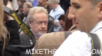 ridley scott signing autographs a the uk premiere of prometheus in london hot sexy model photo shoot rare promo
