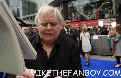 h.r. giger signing autographs a the uk premiere of prometheus in london hot sexy model photo shoot rare promo