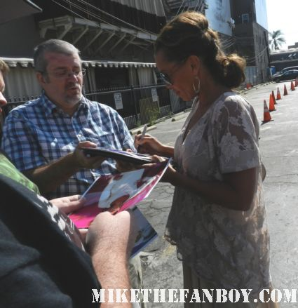 desperate housewives star Vanessa Williams signing autographs for fans at the young playwright's festival gala hot sexy rare