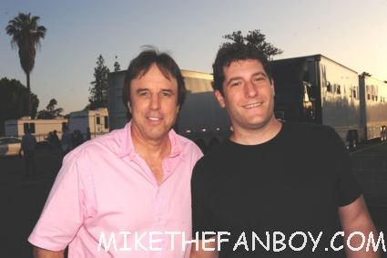 Mike the fanboy on the set of weeds season 8 with kevin nealon aka doug wilson signing autographs rare snl
