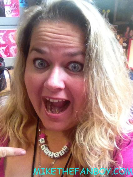 pinky from pretty in pinky at mike the fanboy .com at the savages movie premiere with a benicio del toro necklace