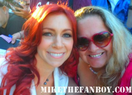 carrie preston posing for a fan photo at the true blood season 5 world movie premiere in hollywood rare hot sexy vampire