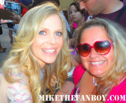 kristin bauer posing for a fan photo at the true blood season 5 world movie premiere in hollywood rare hot sexy vampire