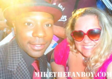 nelsan ellis  posing for a fan photo at the true blood season 5 world movie premiere in hollywood rare hot sexy vampire