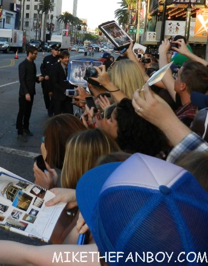 tobey maguire greeting the crowd and not signing autographs at the rock of ages world movie premiere