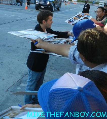 Emile Hirsch signing autographs for fans at the savages world movie premiere milk speed racer rare promo hot sexy