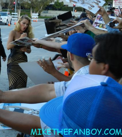 blake lively signing autographs for fans at the savages world movie premiere hot sexy blonde gossip girl green lantern
