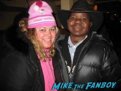 mike the fanboy's pinky posing for a fan photo with different strokes star gary coleman at the sundance film festival