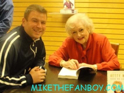 billy beer from mike the fanboy posing with golden girls star betty white at her book signing hot rare golden girls star