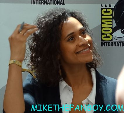Angel Coulby signing autographs for fans at san diego comic con 2012 hot sexy rare promo photo sdcc