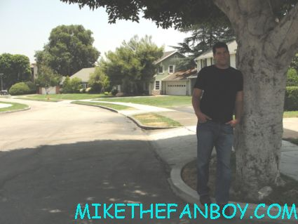 mike the fanboy posing on blondie street at the warner bros ranch the old columbia ranch next to the bewitched house