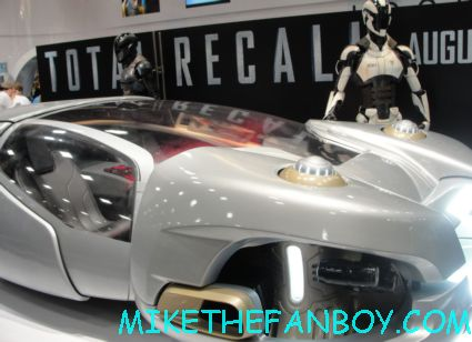 total recall promo rare prop car suits at san diego comic con 2012 sdcc 2012 sony booth