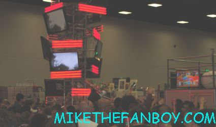 the fox booth at san diego comic con 2012 causing chaos by handing out free posters tubes at their booth rare