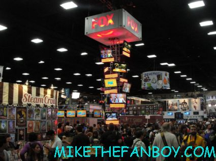 fox booth at san diego comic con 2012 sdcc rare during the wilfred autograph signing with elijah wood