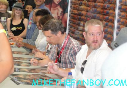 the cast of archer signing autographs for fans at the san diego comic con sdcc 2012 elijah wood rare signature fox booth aisha tyler