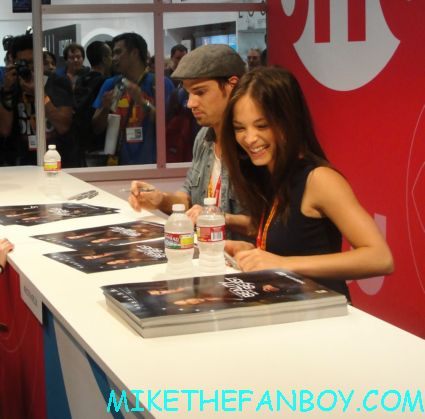 Kristin Kreuk and jay ryan signing autographs for beauty and the beast on the cw at san diego comic con 2012 sdcc rare promo