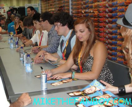the fox booth at san diego comic con 2012 rare the glee project cast signing rare autograph hot