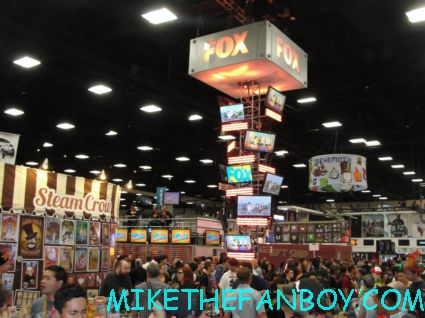 the fox booth at san diego comic con 2012 sdcc 2012 rare promo bobs burgers cast signed autograph rare promo poster