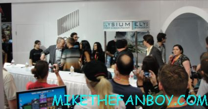 the breaking bad cast autograph signing at the san diego comic con 2012 sdcc rare bryan cranston aaron paul hot sexy rare signed