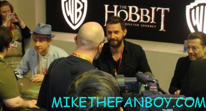 the hobbit cast signing at the warner bros booth comic con 2012 sdcc 2012 rare andy serkis martin freekman rare hot sexy richard armitage