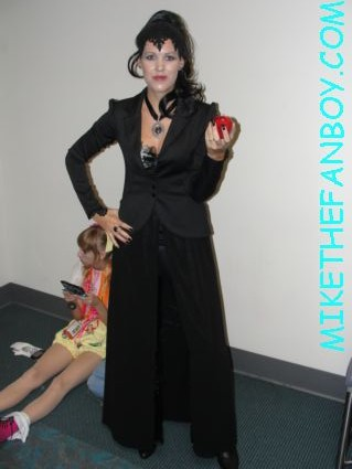 the evil queen from once up on a time cosplayer dress up costume from san diego comic con 2012 sdcc 2012 rare promo