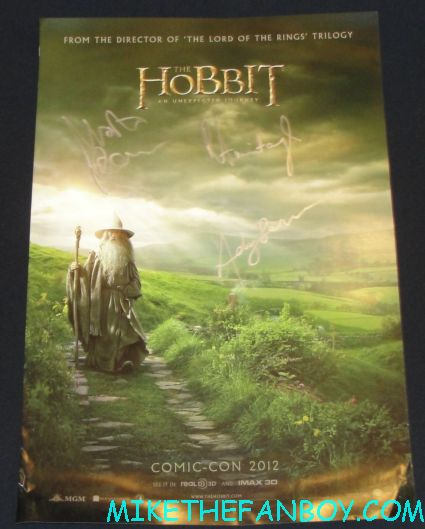 the hobbit signed autograph mini movie poster limited edition warner bros signing autograph the hobbit cast signing at the warner bros booth comic con 2012 sdcc 2012 rare andy serkis martin freekman rare hot sexy richard armitage