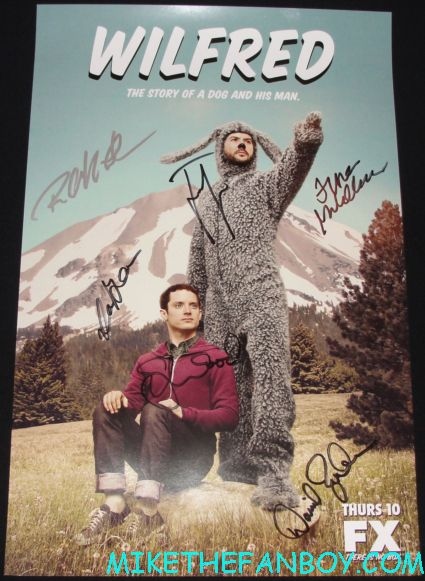 wilfred cast signed autograph poster from san diego comic con 2012 elijah wood signing autographs rare promo