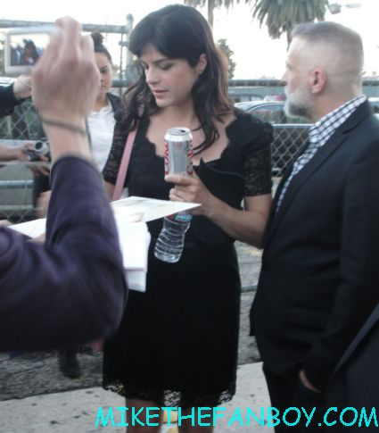 cruel intentions star selma blair signing autographs for fans while promoting hellboy the sweetest thing