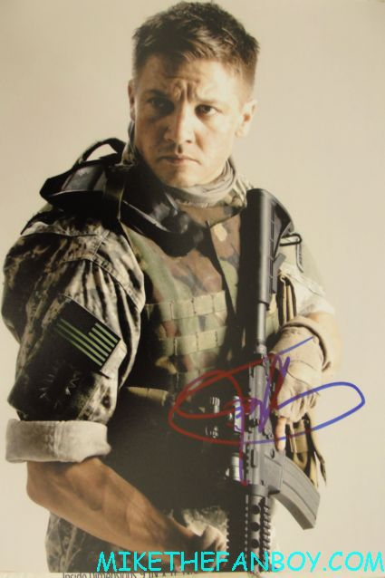 jeremy renner signed autograph hurt locker photo rare hot promo sexy jeremy renner signing autographs for fans while promoting the bourne legacy suit and tie
