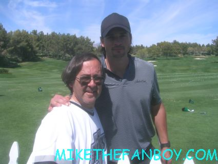 mike the fanboy write otg john with smallville star the sexy and hot tom welling at a golf tournament rare signed autograph