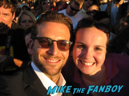 Bradley Cooper posing for a fan photo with Tara at the hangover world premiere hot sexy rare promo signed autograph