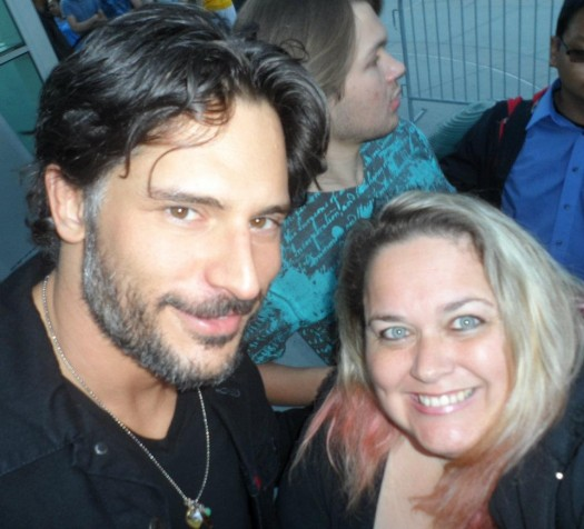 pinky posing with joe manganiello for a fan photo rare promo hot sexy true blood alcide rare promo hot sexy
