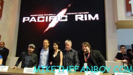 pacific rim cast autograph signing at sdcc 2012 san diego comic con rare promo Guillermo del Toro