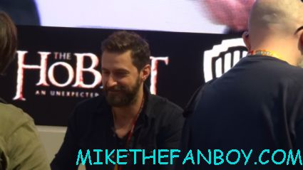 sexy richard armitage signing autographs for fans at the Hobbit cast autograph signing at comic con san diego 2012 sdcc 2012