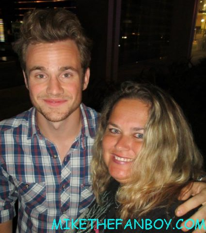 allan hyde posing for a fan photo at the true blood season 5 wrap party hot sexy cougar town star