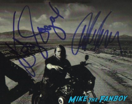 charlie hunnam katey sagal signed autograph sons of anarchy photo hot sexy soa jaxx rare promo