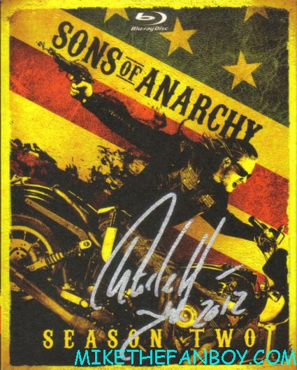 charlie-hunnam-signed-sons-of-anarchy-season-1-dvd-cover season 2 blu ray sleeve signed autograph sons of anarchy hot charlie hunnam signed autograph