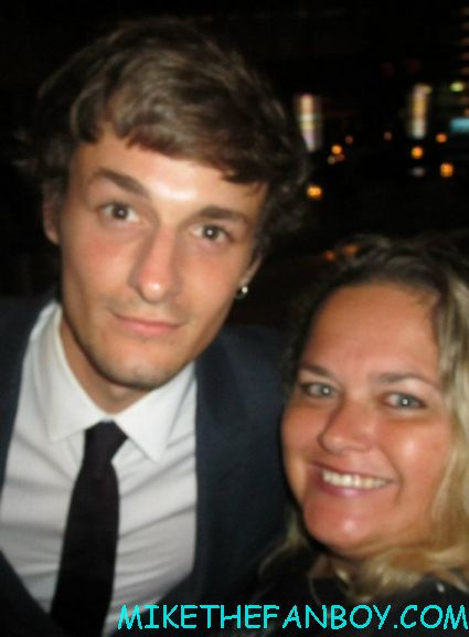 giles matthey posing for a fan photo at the true blood season 5 wrap party hot sexy cougar town star