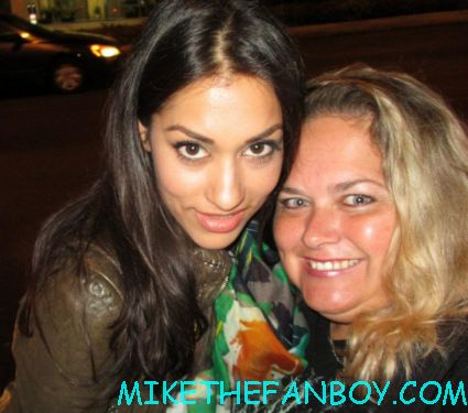 janina gavenkar posing for a fan photo at the true blood season 5 wrap party hot sexy cougar town star