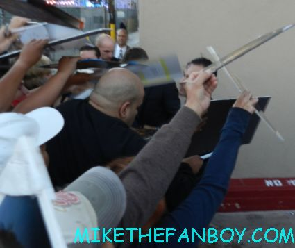 sexy hottie jeremy renner signing autographs for fans after a talk show the bourne legacy