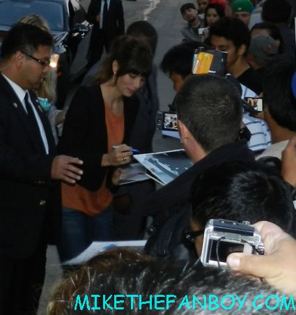 Jessica Biel signing autographs for fans after a talk show taping promoting total recall hot sexy rare promo photo shoot sex