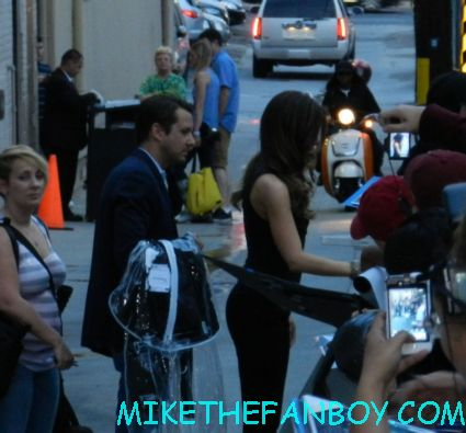 kate beckinsale signing autographs for fans after a talk show taping promoting total recall hot sexy photo shoot promo cold comfort farm