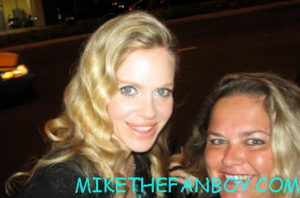 kristin bauer von straten  posing for a fan photo at the true blood season 5 wrap party hot sexy cougar town star