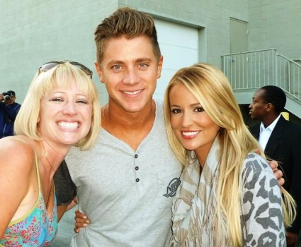 lindsay from i am not a stalker with emily maynard and jef holm from the bachelorette posing for a fan photo with lindsay