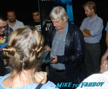 paul verhoven signing autographs for fans paul verhoven signing autographs for fans at a q and a for total recall at the egyptian theater in hollywood rare promo