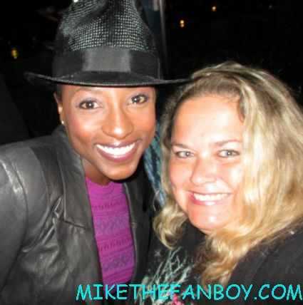 rutina wesley posing for a fan photo at the true blood season 5 wrap party hot sexy cougar town star
