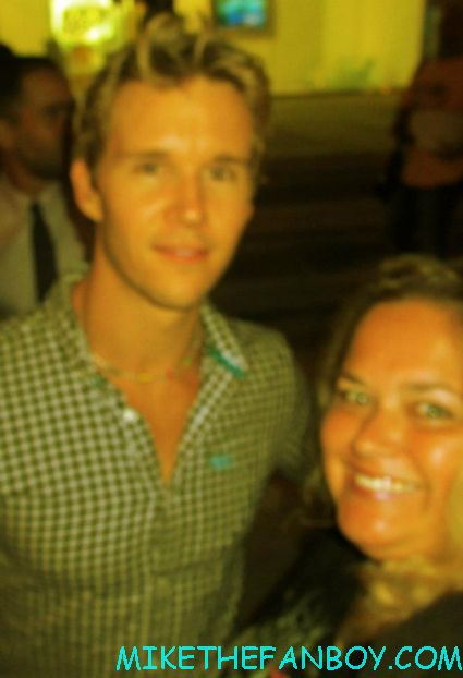 ryan kwanten valentina cervi posing for a fan photo at the true blood season 5 wrap party hot sexy cougar town star