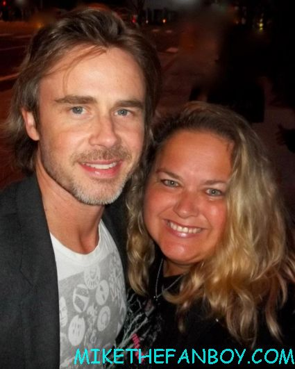 sam trammell hugging pinky from pretty in pinky at the true blood season 5 wrap party in hollywood